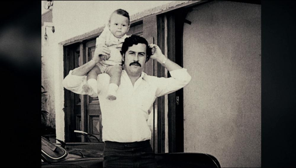 Pablo Escobar con su hijo