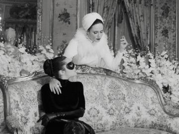 Aitana Sánchez-Gijón y Ana Rujas, en una escena de Disco Inferno