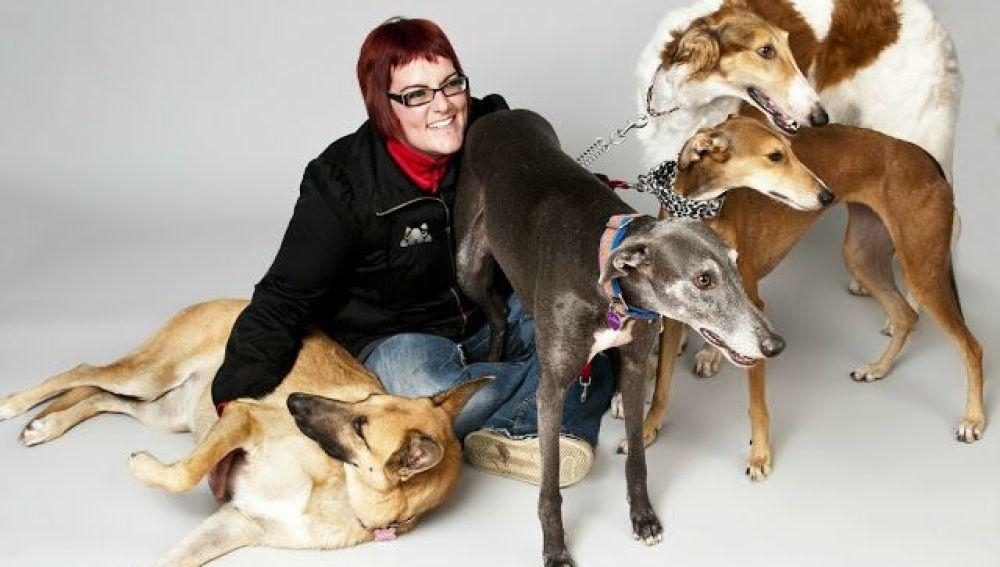 Laura vive con cuatro perros