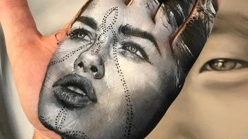 Obra de arte en la palma de la mano