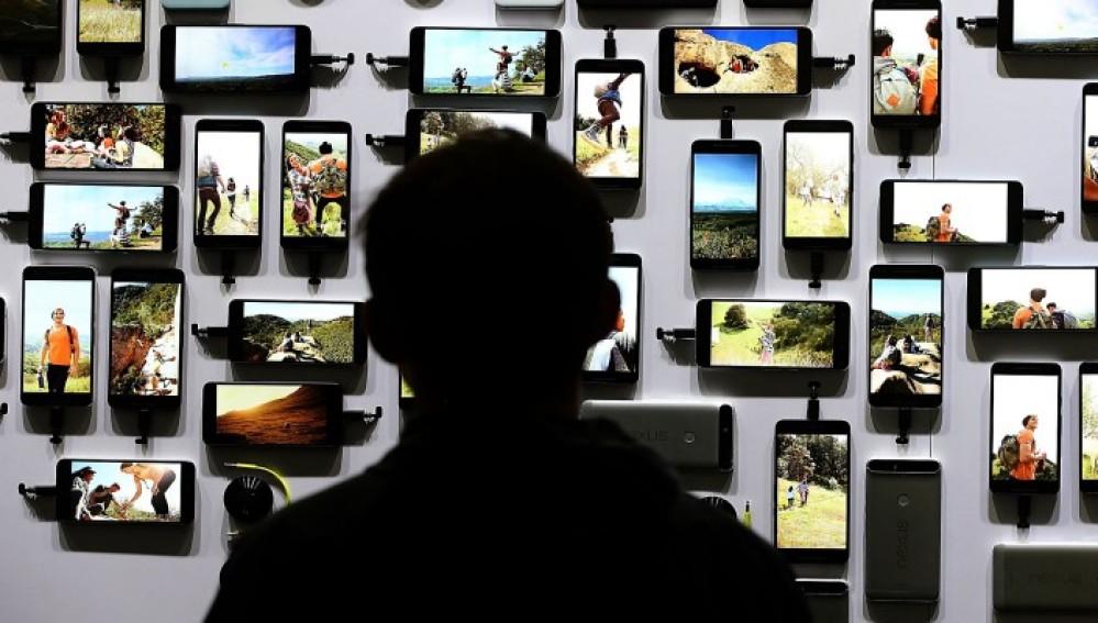 Sí, hay personas que no tienen ni quieren móvil